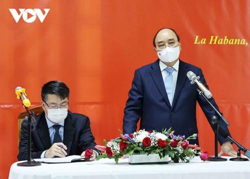 Chủ tịch nước Nguyễn Xuân Phúc gặp gỡ cộng đồng người Việt tại Cuba - ảnh 1