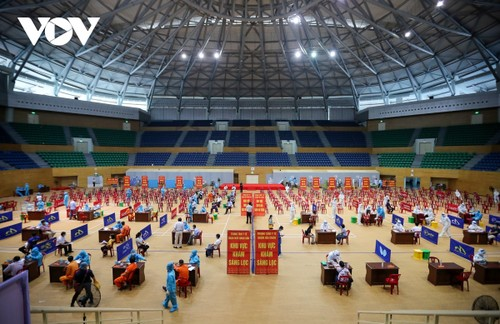 Initial COVID-19 vaccination drive begins in Da Nang - ảnh 12