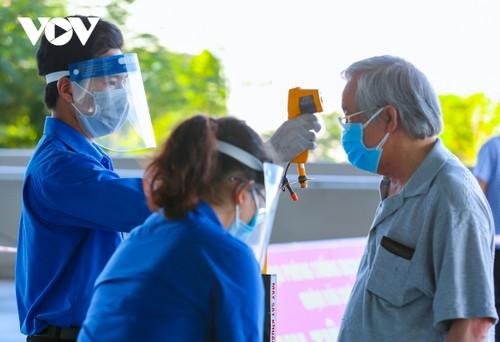 Initial COVID-19 vaccination drive begins in Da Nang - ảnh 5