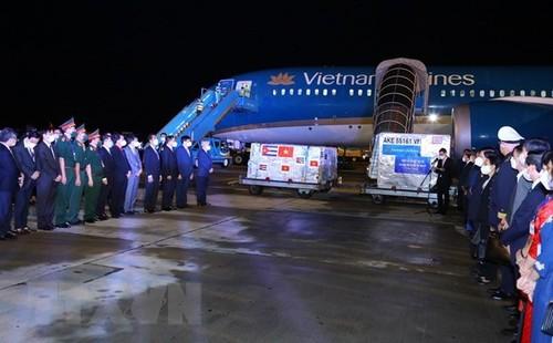 State President attends Cuban vaccine handover ceremony - ảnh 1
