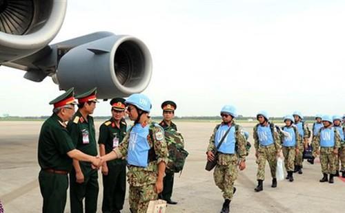 Hai sỹ quan lên đường làm nhiệm vụ gìn giữ hòa bình tại Nam Sudan - ảnh 1