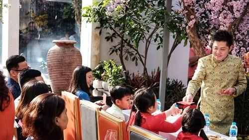 Người dân Việt Nam tưng bừng đón năm mới Kỷ Hợi - ảnh 2