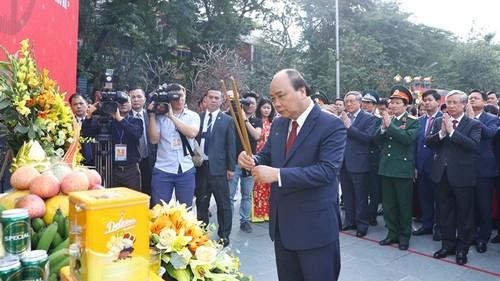 Thủ tướng Nguyễn Xuân Phúc dâng hương tại Lễ hội kỷ niệm 230 năm Chiến thắng Ngọc Hồi – Đống Đa - ảnh 1
