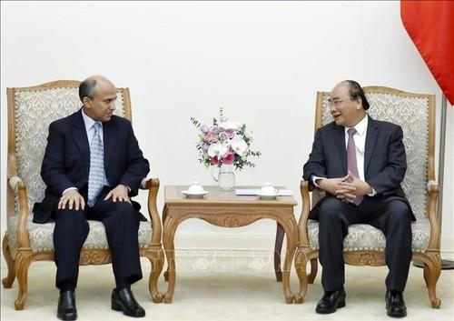 Thủ tướng Nguyễn Xuân Phúc tiếp Đại sứ Vương quốc Saudi Arabia và Bộ trưởng Ngoại thương và Đầu tư nước ngoài Cuba - ảnh 1