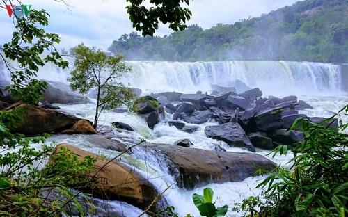Xúc tiến hợp tác du lịch giữa các tỉnh Nam Lào với 4 tỉnh thành miền Trung Việt Nam - ảnh 1