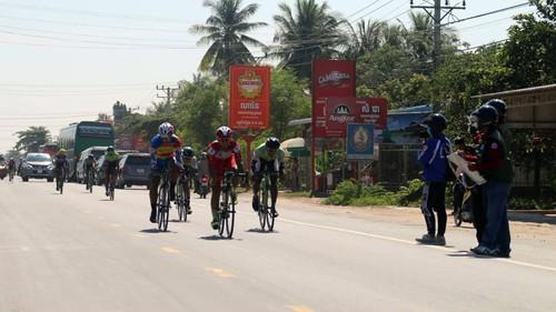 Giải đua xe đạp Nam Kỳ Khởi Nghĩa đi qua thủ đô Phnom Penh, Campuchia - ảnh 2