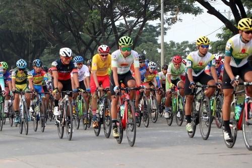 Giải đua xe đạp Nam Kỳ Khởi Nghĩa đi qua thủ đô Phnom Penh, Campuchia - ảnh 1