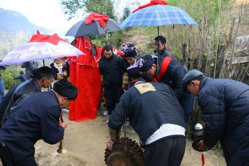 Nghi lễ cưới hỏi của đồng bào Dao đỏ ở Lào Cai - ảnh 3