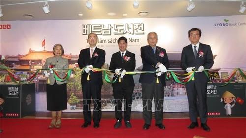 Khai trương gian hàng sách Việt Nam đầu tiên tại Hàn Quốc    - ảnh 1