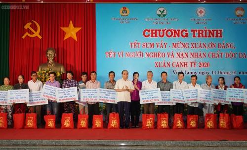 Thủ tướng Nguyễn Xuân Phúc dự chương trình Tết Sum vầy tại Vĩnh Long - ảnh 1
