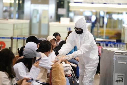 Cả nghìn người Việt tại châu Âu, ASEAN ồ ạt hồi hương, sân bay quá tải - ảnh 3