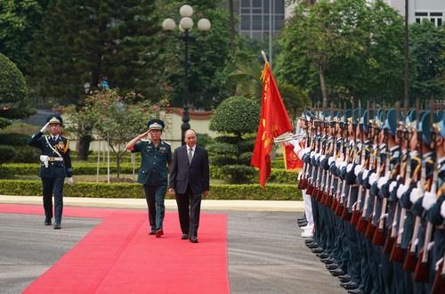 Thủ tướng Nguyễn Xuân Phúc làm việc với Bộ Tư lệnh Quân chủng Phòng không- Không quân - ảnh 1