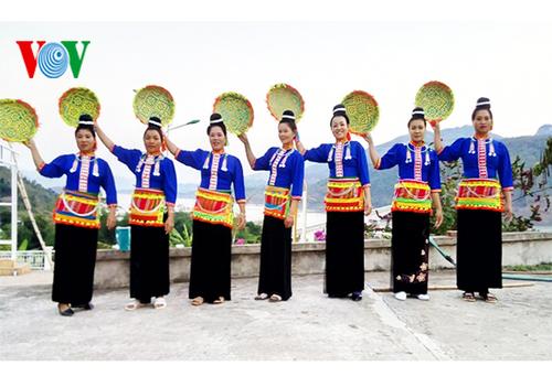 Người phụ nữ dày công gìn giữ bản sắc văn hóa dân tộc Kháng - ảnh 2