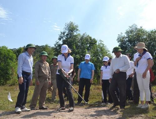 Hỗ trợ nạn nhân bom mìn hai tỉnh Quảng Bình, Bình Định ứng phó đại dịch COVID-19  - ảnh 1