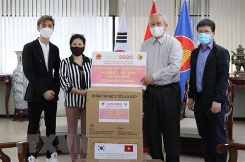 Trao tặng 25.000 khẩu trang cho cộng đồng người Việt Nam tại Hàn Quốc - ảnh 1