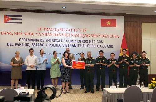 Lễ trao tặng vật tư y tế của Đảng, Nhà nước, Bộ Quốc phòng và nhân dân Việt Nam trao tặng nhân dân Cuba - ảnh 1