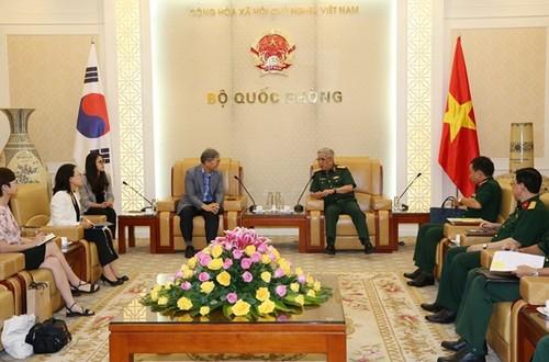 Thượng tướng Nguyễn Chí Vịnh tiếp Giám đốc Cơ quan Hợp tác quốc tế Hàn Quốc tại Việt Nam - ảnh 1
