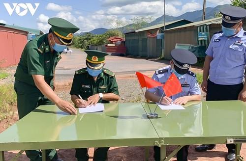 Tăng cường hợp tác giữa Đồn Biên phòng A Pa Chải, Việt Nam và Phân trạm Xuất nhập cảnh Long Phú, Trung Quốc - ảnh 1