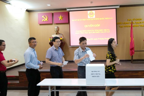 ĐSQ Việt Nam tại Thái Lan tổ chức quyên góp ủng hộ đồng bào miền Trung - ảnh 1