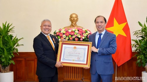 Trao Huân chương Hữu nghị tặng Đại sứ Indonesia tại Việt Nam  - ảnh 1