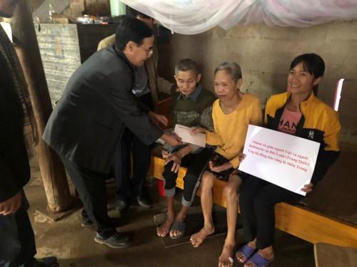 VOV5 trao quà của kiều bào và nhà tài trợ tới đồng bào bị ảnh hưởng bão lũ ở Hà Tĩnh - ảnh 2