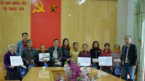 VOV5 trao quà của kiều bào và nhà tài trợ tới đồng bào bị ảnh hưởng bão lũ ở Hà Tĩnh - ảnh 3