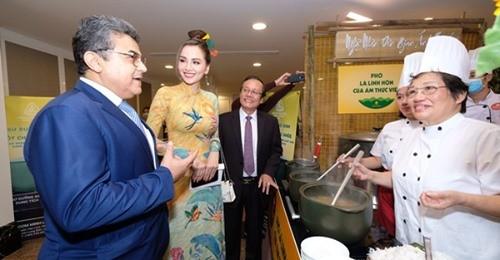 Phở - Gói văn hóa Việt  vươn tầm thế giới - ảnh 1