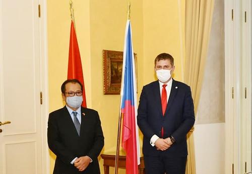 Phát triển và nâng tầm quan hệ hữu nghị truyền thống và hợp tác Việt Nam -  CH Czech - ảnh 1