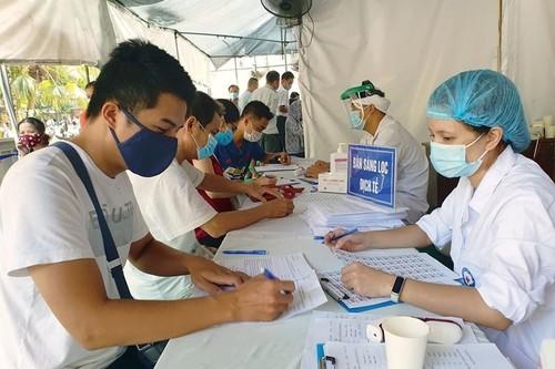 Người dân các địa phương trở lại Hà Nội sau Tết phải khai báo y tế - ảnh 1
