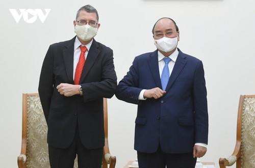 Thủ tướng Nguyễn Xuân Phúc: Việt Nam tạo mọi điều kiện thuận lợi cho các nhà đầu tư nước ngoài - ảnh 1