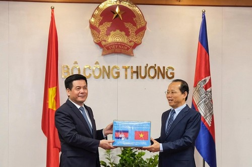 Tăng cường hợp tác Việt Nam - Campuchia trong lĩnh vực thương mại, công nghiệp và năng lượng - ảnh 1