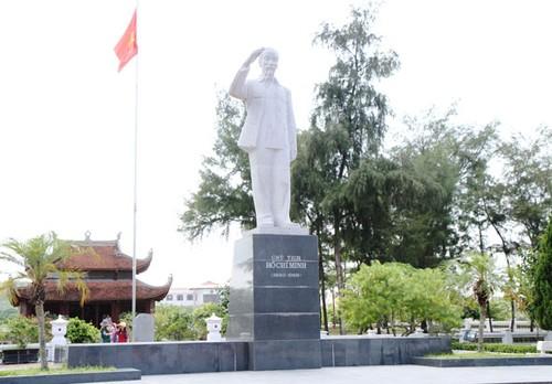 Tượng đài Chủ tịch Hồ Chí Minh giữa biển trời Đông Bắc - ảnh 2