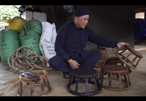 Nghệ nhân Vì Văn Chữ lưu giữ nét truyền thống qua chiếc ghế mây - ảnh 2