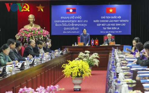 Chủ tịch Quốc hội  Lào Pany Yathotu gặp mặt lưu học sinh Lào tại Sơn La - ảnh 2