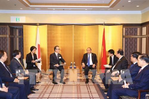 Thủ tướng Nguyễn Xuân Phúc tọa đàm với doanh nghiệp Nhật Bản, tiếp Chủ tịch Ngân hàng MUFJ, Chủ tịch Công ty Mitsubishi và Chủ tịch JETRO - ảnh 2