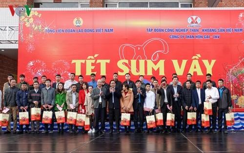 Ủy viên Bộ Chính trị, Bí thư Trung ương Đảng, Trưởng Ban Tổ chức Trung ương Phạm Minh Chính tặng quà Tết công nhân mỏ Quảng Ninh - ảnh 1