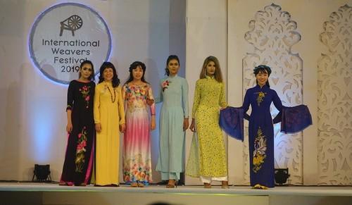 Tôn vinh văn hóa Việt tại Lễ hội Thủ công mỹ nghệ quốc tế Bangladesh - ảnh 1