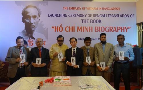 """Ra mắt cuốn sách """"Tiểu sử Hồ Chí Minh"""" bằng tiếng Bengali - ảnh 1"""