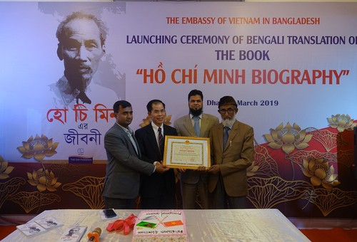 """Ra mắt cuốn sách """"Tiểu sử Hồ Chí Minh"""" bằng tiếng Bengali - ảnh 4"""