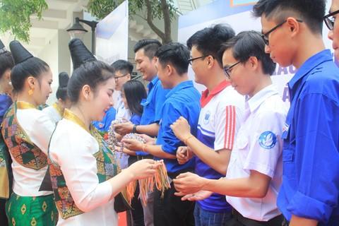 Ngày hội Giao lưu văn hóa Việt Nam - Lào - Campuchia - ảnh 2