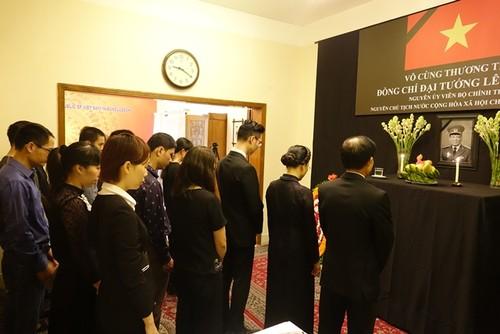Đại sứ quán Việt Nam tại Bangladesh tổ chức mở Sổ tang và lễ viếng nguyên Chủ tịch nước Lê Đức Anh - ảnh 3