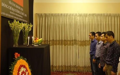 Đại sứ quán Việt Nam tại Bangladesh tổ chức mở Sổ tang và lễ viếng nguyên Chủ tịch nước Lê Đức Anh - ảnh 4