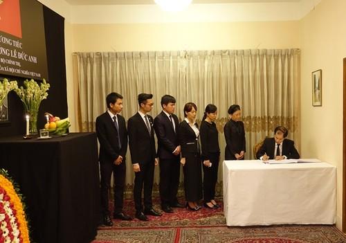 Đại sứ quán Việt Nam tại Bangladesh tổ chức mở Sổ tang và lễ viếng nguyên Chủ tịch nước Lê Đức Anh - ảnh 1