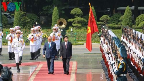 Thủ tướng Cộng hòa Dân chủ Nhân dân Lào thăm chính thức Việt Nam - ảnh 1