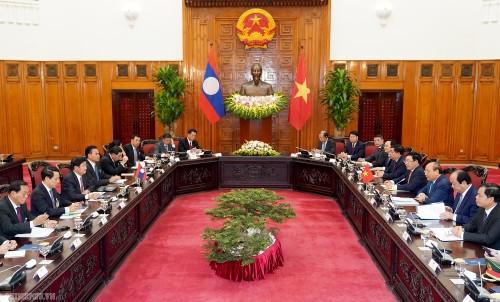 Thủ tướng Nguyễn Xuân Phúc: Trang mới trong hợp tác Việt Nam - Lào - ảnh 1
