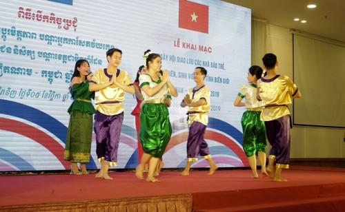 Khai mạc Ngày hội giao lưu các nhà báo trẻ, thanh niên, sinh viên các tỉnh biên giới Việt Nam - Campuchia  - ảnh 5