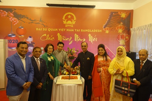 Đại sứ quán Việt Nam tại Bangladesh tổ chức Tết cộng đồng xuân Canh Tý 2020 - ảnh 3