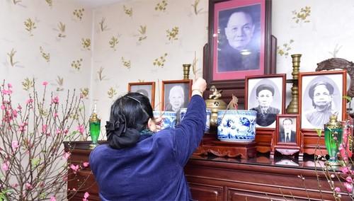 Phó Chủ tịch Thường trực Quốc hội Tòng Thị Phóng thắp hương tưởng niệm nguyên lãnh đạo Đảng, Nhà nước - ảnh 1