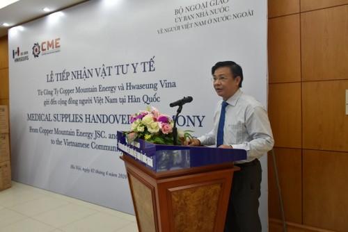 Doanh nghiệp Hàn Quốc trao vật tư y tế hỗ trợ người Việt Nam ở nước ngoài - ảnh 2