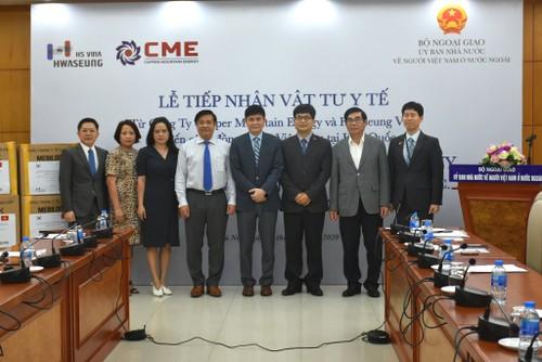 Doanh nghiệp Hàn Quốc trao vật tư y tế hỗ trợ người Việt Nam ở nước ngoài - ảnh 1